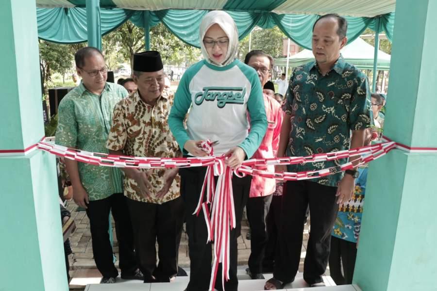 Walikota Airin Resmikan Balai Warga RW 08 Graha Bunga