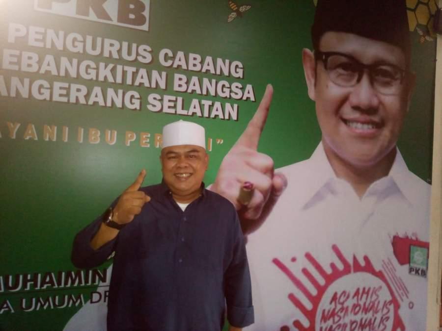Tomi patria Edwardy saat kembalikan form penjaringan Balon wali kota di PKB Tangsel.