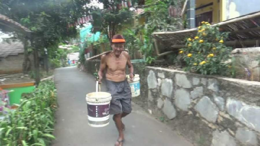 Musim Kemarau, Puluhan Warga di Kecamatan Setu Kesulitan Air Bersih