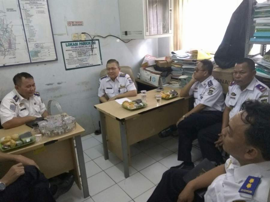Suasana kunler Dishub Kabupaten Tangerang ke Tangsel.