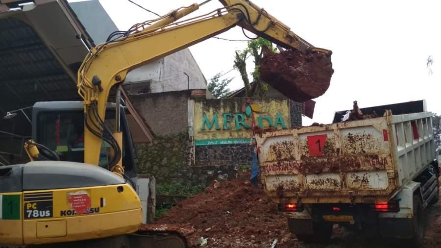 Gedung SD Di Pamulang Tertimpa Truk Tanah, Dindik Tangsel : PT Wika Siap Ganti