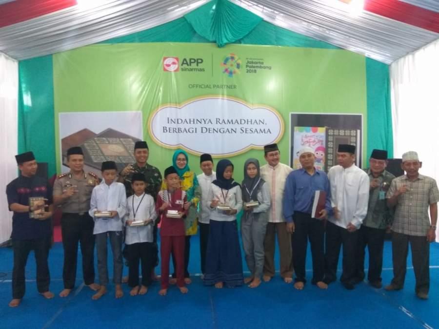 Walikota Tangsel Bersama Indah Kiat Tangerang Wakafkan Ribuan Mushaf Al Quran