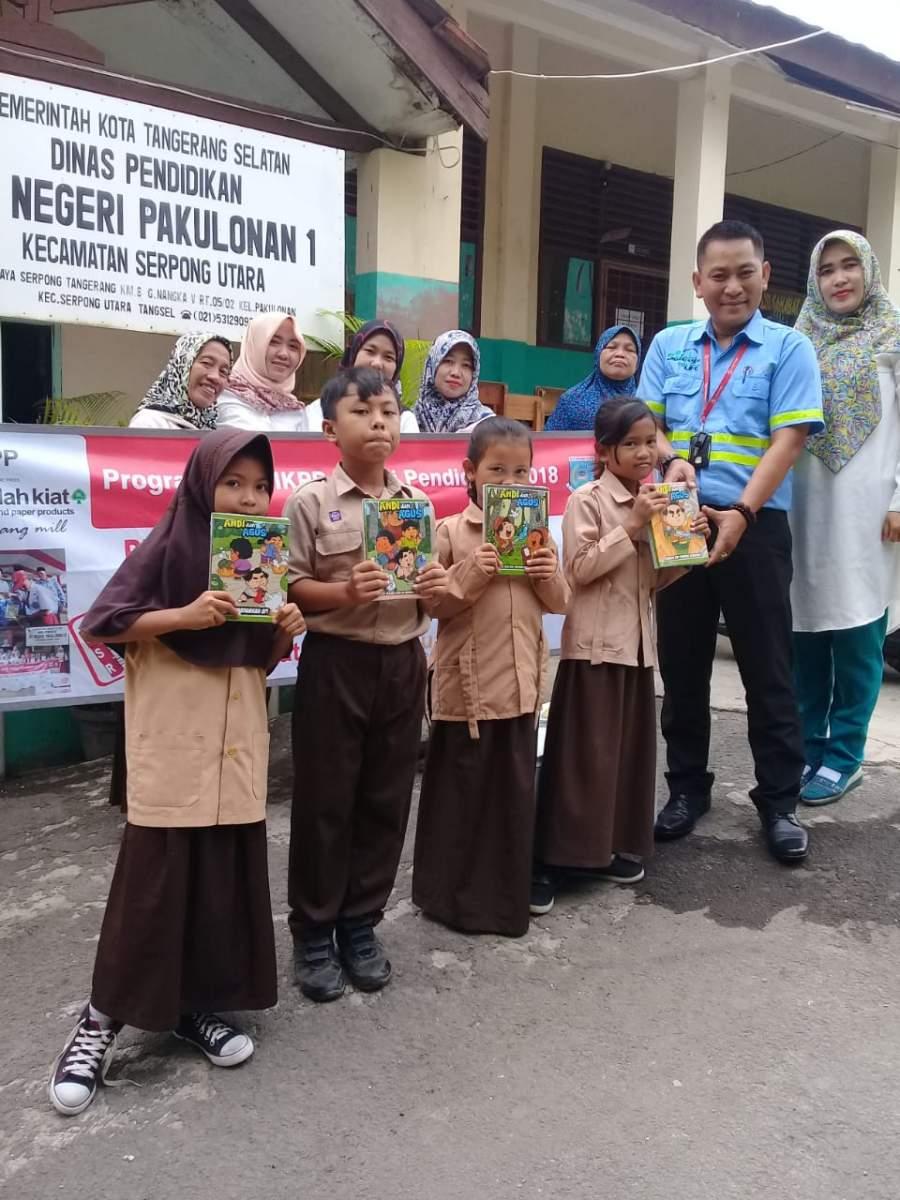 PT IKPP Beri Bantuan Puluhan Ribu Buku Tulis