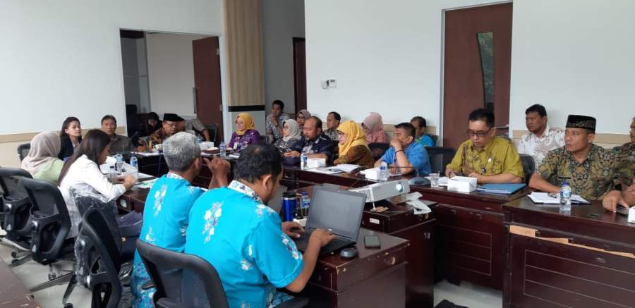 Anggota Bapemperda DPRD Tangsel saat gelar rakor dengan Pemkot Tangsel soal pembahasan Raperda.