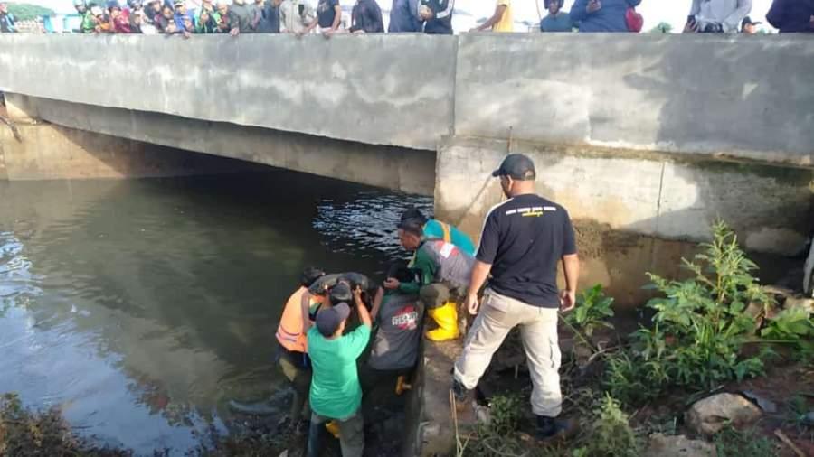 Tim Rescue Satpol PP Tangsel Berhasil Temukan Korban Hanyut di Kali Maharta