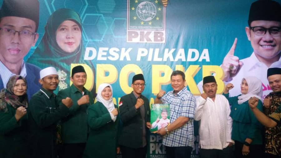 Beben Nur Fadilah saat kembalikan form penjaringan Balon wali kota di PKB Kota Tangsel.