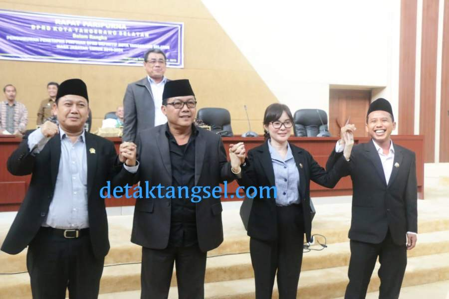 Empat pimpinan definitif DPRD Tangsel. Haji Ocil, Iwan Rahayu, Li Claudia Chandra dan Mustofa.