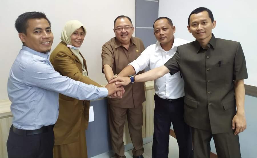 Hendra Firmansyah, Sri Lintang, Rizki Jonis, Wawan dan Ari Wibawa saat deklarasi Koalisi Poros Baru.