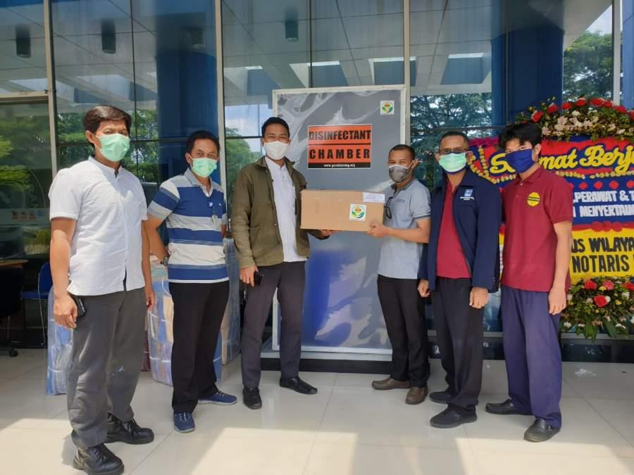 PT.POLARITAS MULTITRANS TECHNOLOGY bersama IKATEMIprov. Banten Bagi-Bagi Kabin Desinfectan dan Suplemen ke RS rujukan COVID 19 di Banten