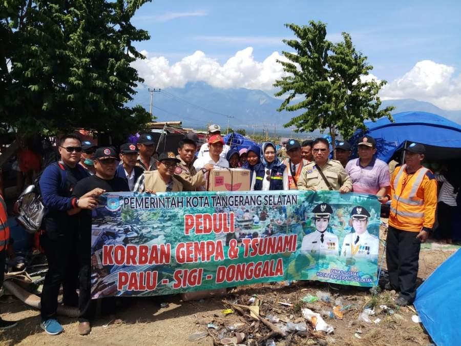 Walikota Tangsel Serahkan Bantuan Rp 780 juta untuk Palu