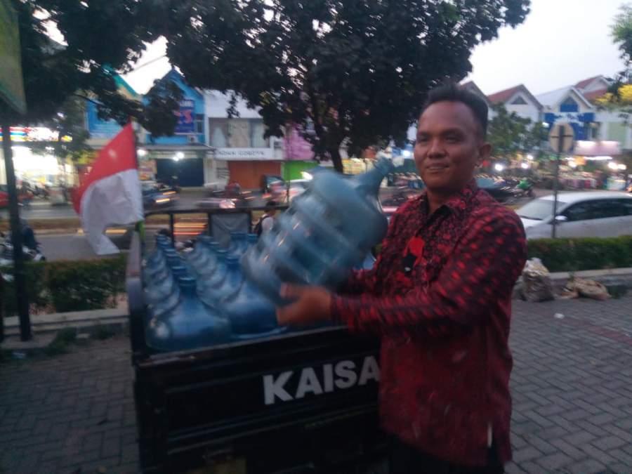 Tukang Galon Pede Bersaing menjadi Bacalon Wali Kota Tangsel