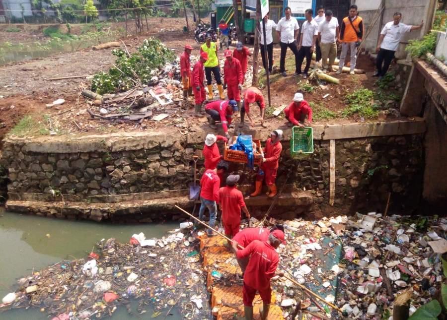 Intensitas Hujan Mulai Tinggi, Situ Perigi Kembali di Penuhi Sampah.