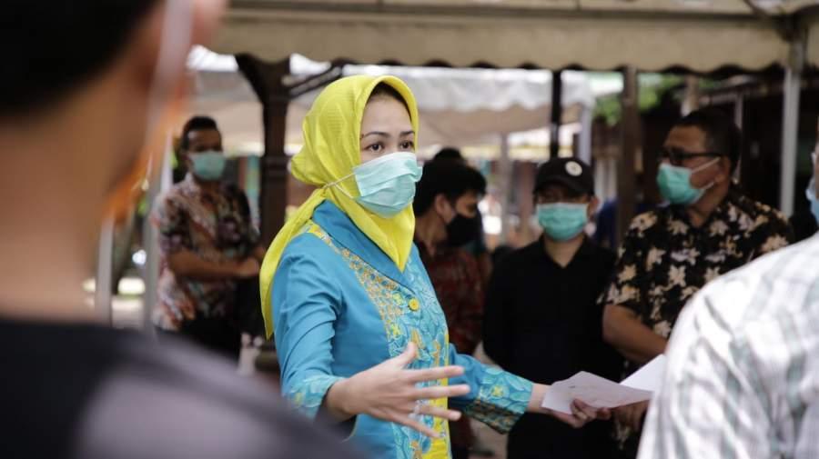 Satpol PP Lakukan Penyemprotan Cairan Disinfektan di Pasar Serpong