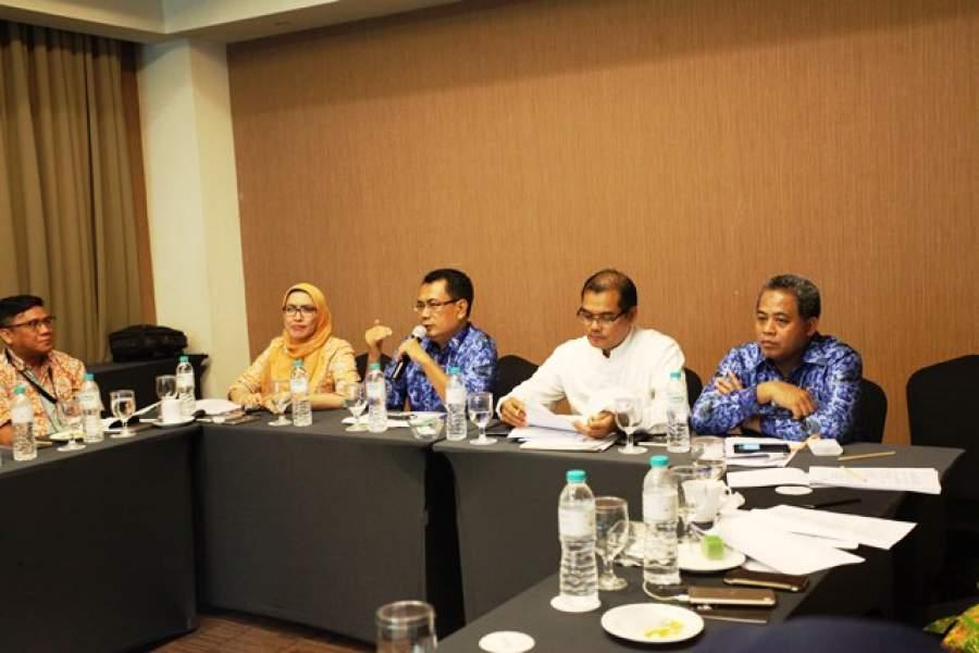 Sekretaris Daerah Kota Tangerang Dadi Budaeri saat memimpin rapat.