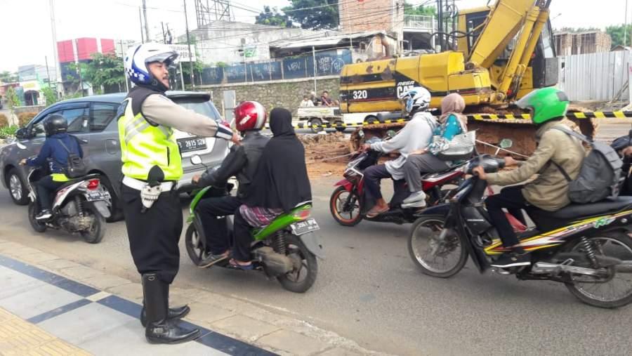 Hindari Jalan Raya Ciater, Ada Pekerjaan Penanganan Banjir