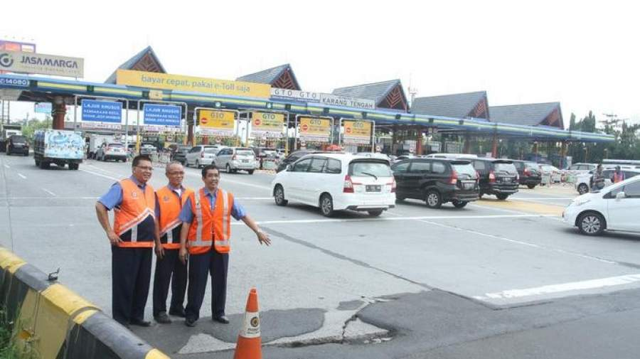 April, Gerbang Tol Karang Tengah Dibongkar