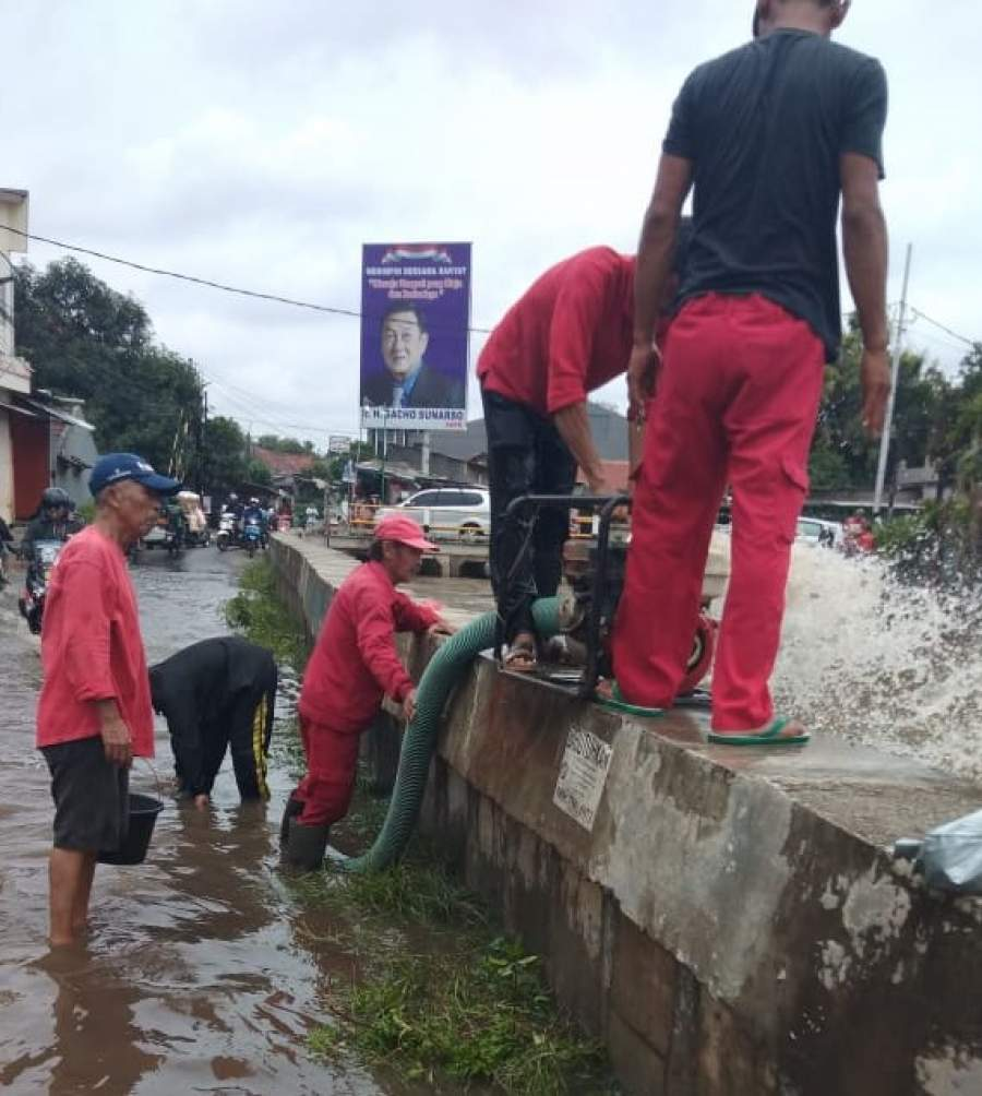 DPU Tangsel Terjunkan Pompa dan Perahu Karet di 2 Lokasi Banjir